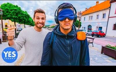 Známeho youtubera z USA priviezli do slovenského Svätého Jura, zaviazali mu oči, zobrali peniaze a on musel nájsť cestu späť