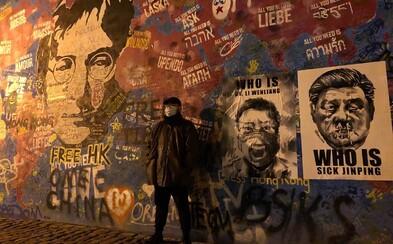Známý čínský karikaturista ozdobil Lennonovu zeď v Praze. Vzdává čest Havlovi i lékaři, který jako první varoval před koronavirem