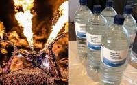 Známý festival zakázal prodej plastových lahví. Areál býval zaplněný 1,3 miliony kusů plastového odpadu