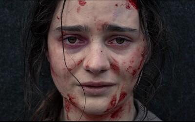 Znásilnili ju pred očami jej muža a bábätka, ktorých následne brutálne zabili. Nightingale sa rozhodne krvavo pomstiť (Recenzia)