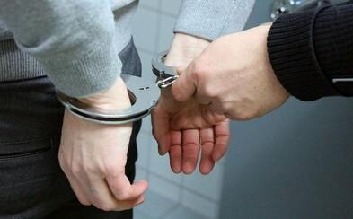 Zneužíval desítky dívek do 15 let, za sex jim nabízel 1000 korun. Nyní je muž z Opavska ve vazbě