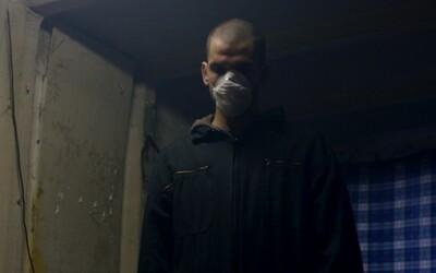 Zo slovenského Čističa sa v objatí dusnej atmosféry vykľula temná dráma osamelého upratovača mŕtvol (Recenzia)