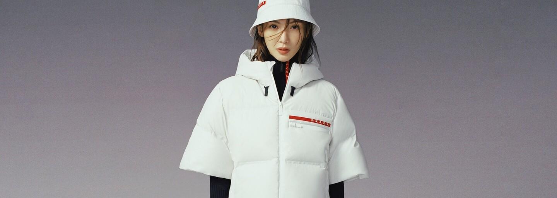 Ze zasněžených sjezdovek do ulic velkoměsta. Nová kolekce Prada Linea Rossa nabízí sportovní oblečení na každodenní nošení
