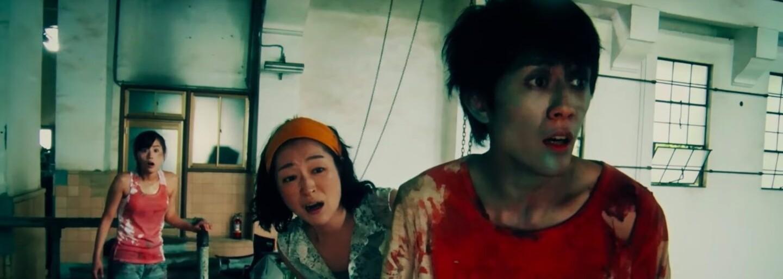 Zombie komédia z Japonska využíva šialené dejové zvraty. Zarobila už tisícnásobok rozpočtu a na Rottenoch má 100%