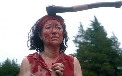 Zombie komedie z Japonska využívá šílené dějové zvraty. Vydělala už tisícinásobek rozpočtu a na Rottenech má 100 %