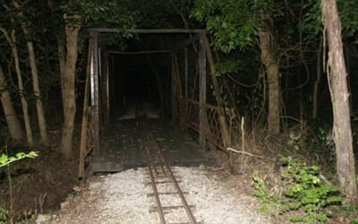 Zombie Road: Vše začalo mrtvými a zmrzačenými dělníky, na pověsti jí nepřidal ani pacient psychiatrie, který utekl z léčebny