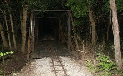 Zombie Road: Všetko sa začalo mŕtvymi a zmrzačenými robotníkmi, na povesti nepridal ani psychiatrický pacient, ktorý utiekol z liečebne
