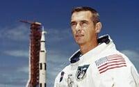 Zomrel Američan slovenského pôvodu, ktorý bol posledným človekom prechádzajúcim sa po Mesiaci