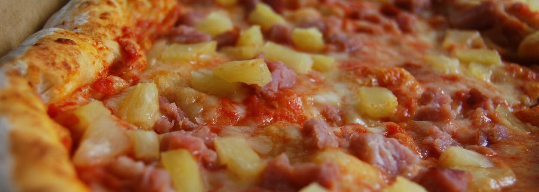 Zemřel kuchař, který vymyslel ananasovou pizzu. Sam Panopoulos zažil chválu i kritiku, ale na svůj výtvor byl vždy hrdý