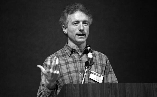 Zomrel Larry Tesler, človek, ktorý vynašiel počítačové Ctrl+C a Ctrl+V