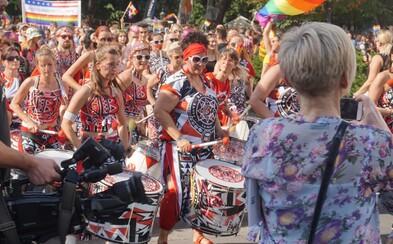 Zomri prišlo kvôli podpore Dúhového Pride o 1563 fanúšikov, takmer rovnaké množstvo im však pribudlo