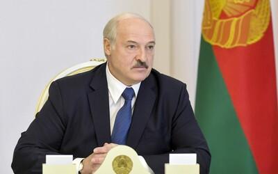 Zoufalý Lukašenko opět volal Putinovi. Ruský prezident varoval západní lídry, aby se do Běloruska nemíchali