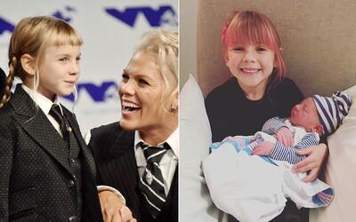 Zpěvačka Pink vychovává své dítě jako pohlavně neutrální. Willow se prý nemá cítit, že ji svět tlačí do ženskosti