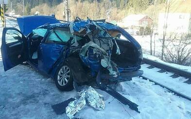 Zrážka vlaku s autom si vyžiadala jeden ľudský život