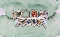 Zubné grily ako umelecké diela s diamantmi. Spoločnosť Gabby Elan Jewelry posúva hranice umenia