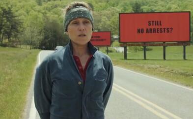 Zúfalá matka, ktorej zabili dcéru sa v neuveriteľne čiernej krimi komédii vysmieva neschopným policajtom, vrahovi a zároveň aj celému svetu