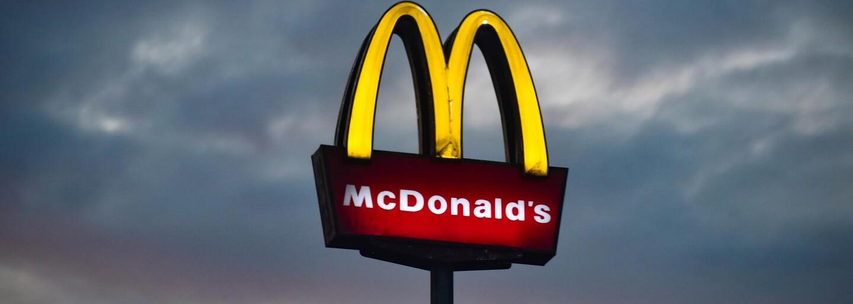 Zoufalé provozovny McDonald's nabízejí novým zaměstnancům iPhone zdarma, pokud v práci vydrží více než půl roku
