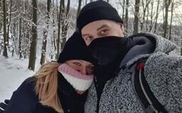 Zuzana Čaputová se s přítelem vyfotila v přírodě. Hejteři komentují, že porušila lockdown, nevědí, kde jsou Malé Karpaty