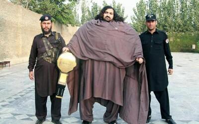 Zvedl 4 500 kilogramů a na snídani sní 36 vajec. Pákistánský Hulk Arbab chce jednoho dne prorazit ve wrestlingu