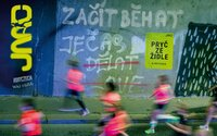 Zvedni se ze židle a jdi si zaběhat. V soutěži od RunCzech můžeš pomoci své škole vyhrát 100 tisíc korun