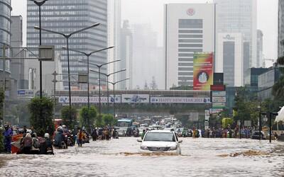 Zvlnené chodníky a prepadávajúca sa pôda. Mesto Jakarta sa potápa najrýchlejšie na svete