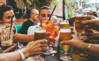 Zvyšuje pití alkoholu pravděpodobnost nákazy koronavirem?
