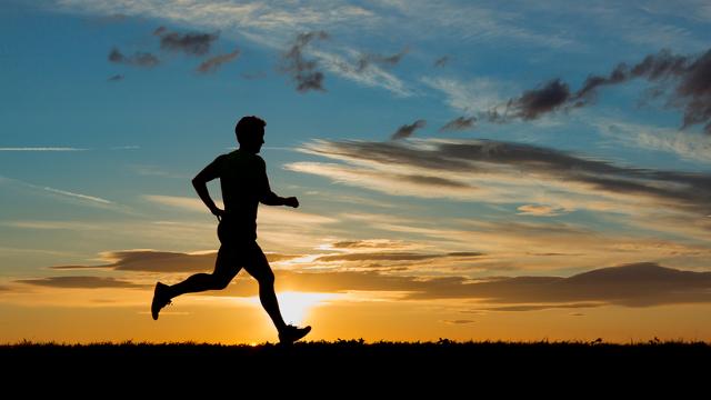 5 dôvodov, prečo by si mal začať aktívne behať