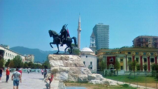 """Tirana """"hlavné mesto chaosu"""""""