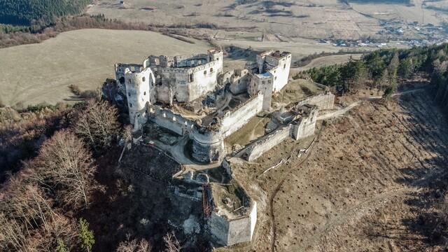 Pohľad na Lietavský hrad