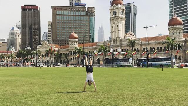 Kuala Lumpur - Kapitola III. Vyhozeni z mešity