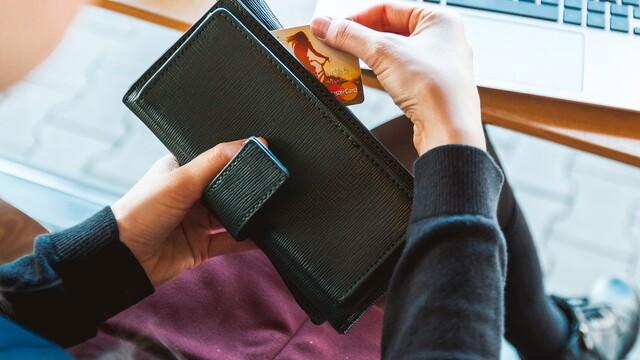 Shopaholici pozor: Přečtěte si, jak při nákupu online ušetřit balík