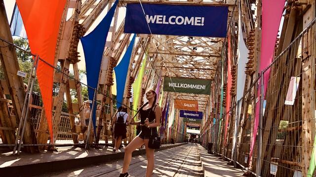 SZIGET : Najväčší letný festival alebo ako sme sa cez milión ľudí dostali pod stage