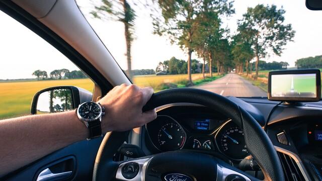Na cestu autem pouze s navigací a autokamerou