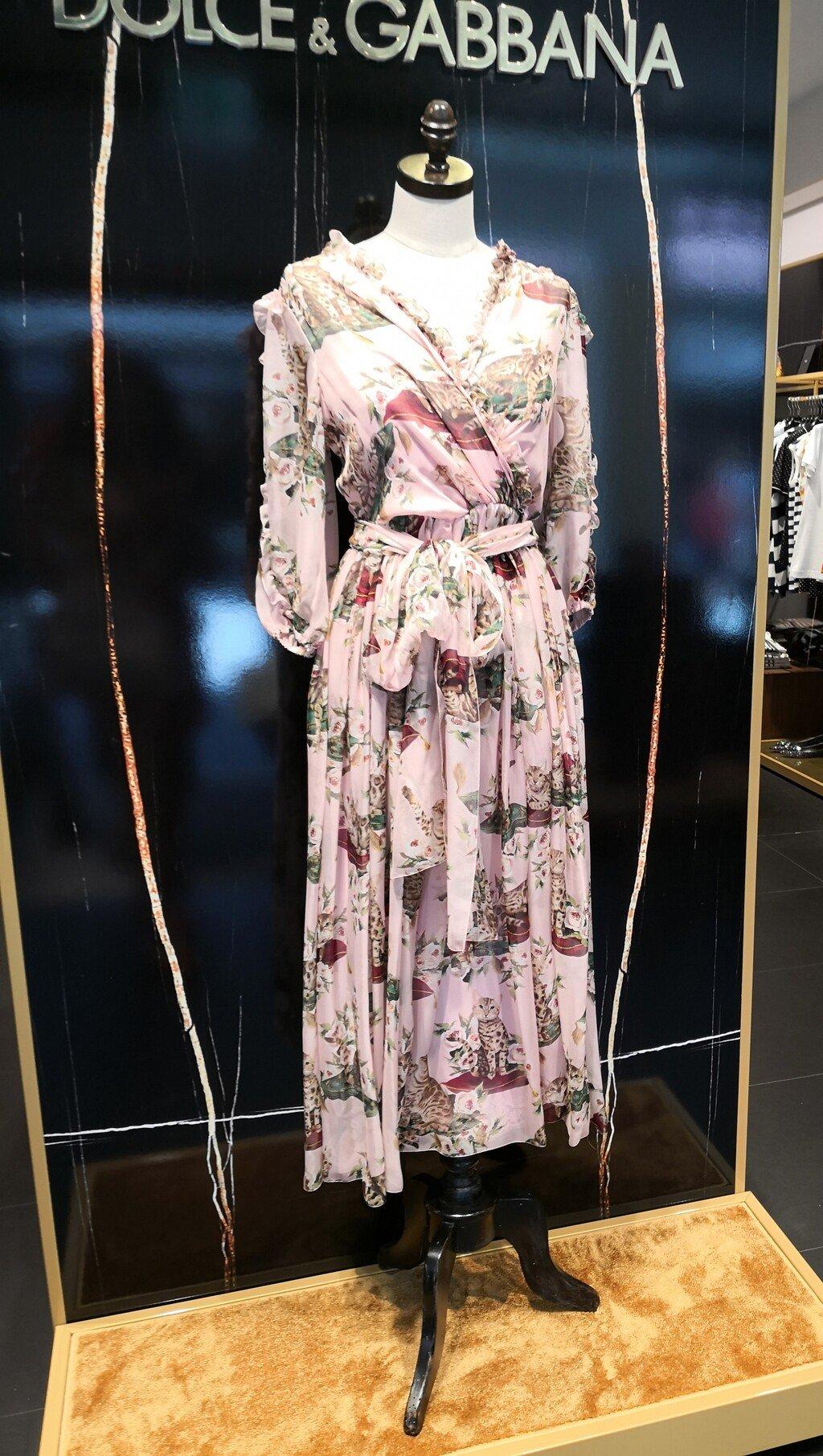 7078e9c736ad Ponuka v obchodoch je dnes veľká a môžete skutočne nájsť veľmi zaujímavé  kúsky do Vášho letného šatníka.