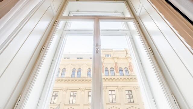Palác Dlážděná: Luxusní bydlení v srdci Prahy. Nahlédněte dovnitř!