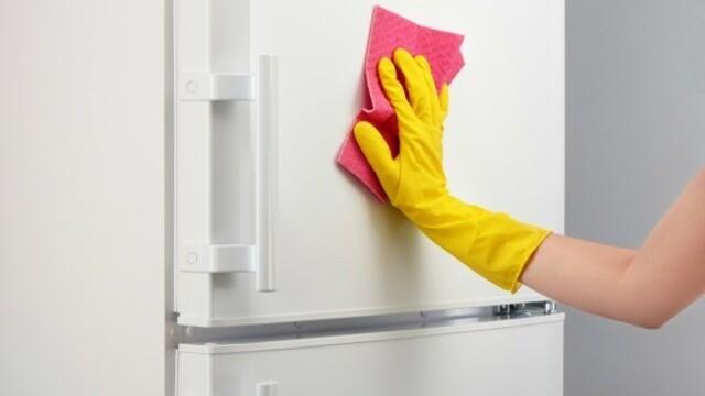 Čistení ledničky může být zábava nebo horor. Poradíme jak si to usnadnit.