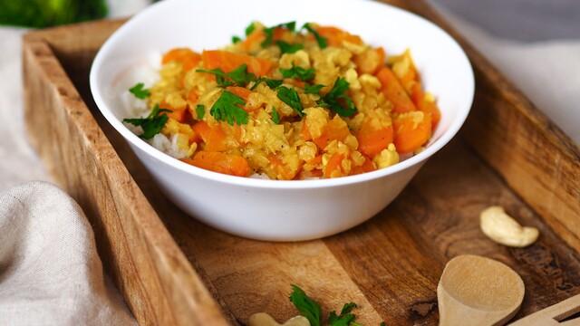 Mrkvové curry s kešu orechami