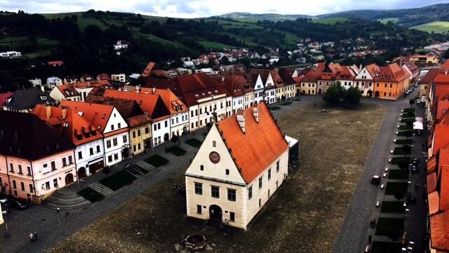 Jedinečné námestia na Slovensku, ktoré vám vyrazia dych. Ktoré z nich je vaše najobľúbenejšie?