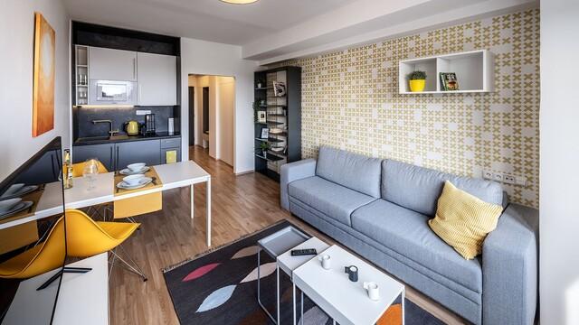 Pro život ve velkém stylu stačí malometrážní byt. Video jako důkaz!
