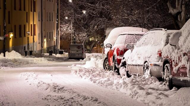 Čím si vybaviť auto v zime okrem povinnej výbavy?