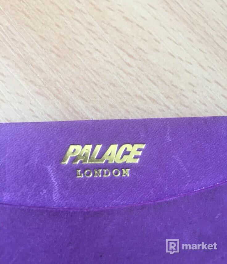 Palace cardholder purple stv 8,5/10 mierne skrabance na grailede stoji 160€ ja za nho chcem 60€steal