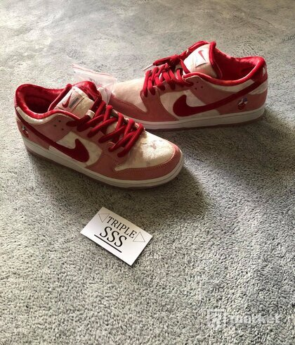 Nike SB Dunk Strangelove