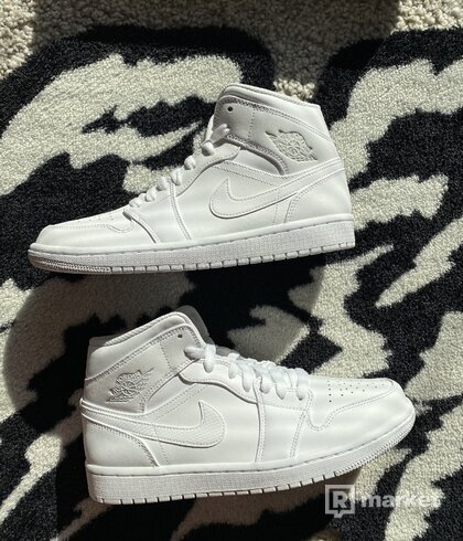 Air Jordan 1 mid pure platinum