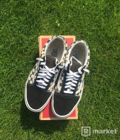 Vans Primary check