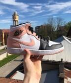 Air Jordan 1 mid artic orange