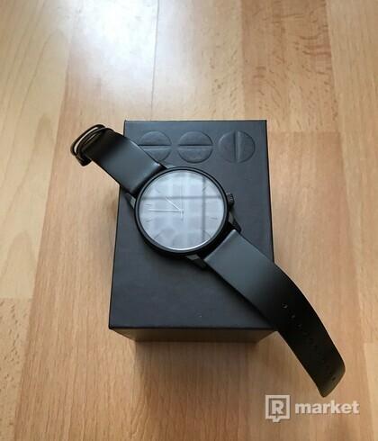 Predám unisex hodinky Komono Winston Regal All Black