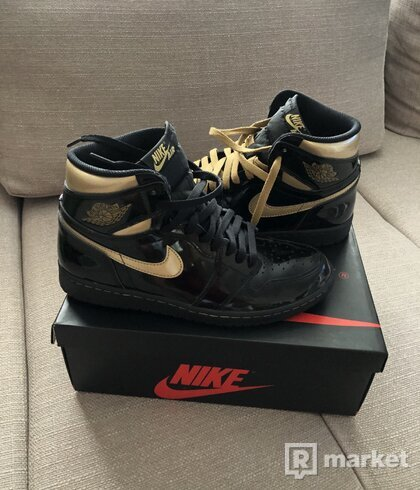 Jordan 1 Retro High OG black metallic gold