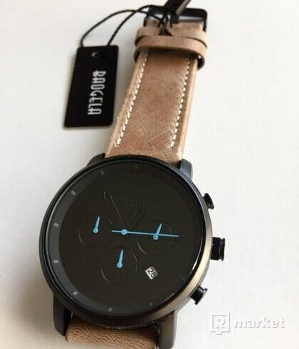 Nové luxusné baterkové hodinky Baogela