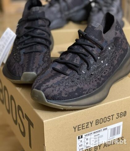 adidas Yeezy Boost 380 Onyx 42 2/3