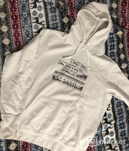 Supreme x the north face hoodie